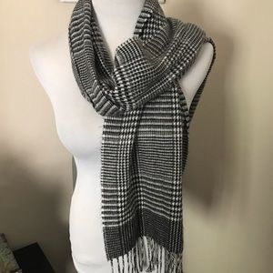 🆕🍁❄️ Cejon Black & White Scarf 🧣